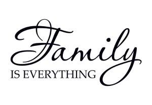 Wandspruch_Family_is_Everything_einzel